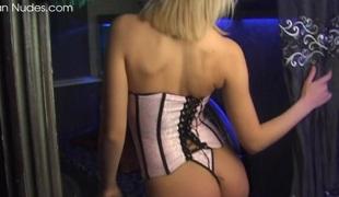 naturlige pupper blonde store pupper lingerie strømper onani fingring ass leketøy fitte