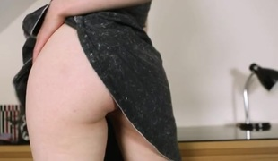 Skinny upskirt hotty exposes her perfect shaved pussy