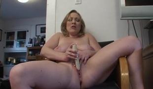 Corpulent exposed hottie in a leather chair masturbates solo