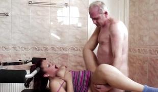 amatør european tenåring brunette hardcore kyssing store pupper blowjob sædsprut moden