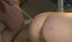 Footworshipping submissive babe pissed on
